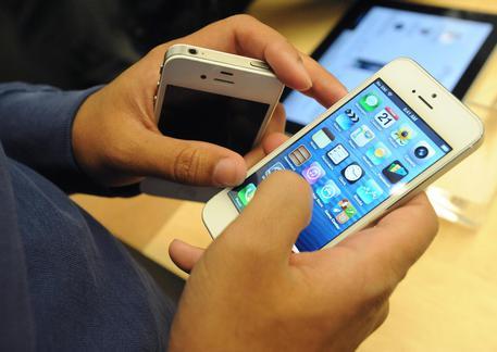 IPhone nel mirino hacker, anche con sms truffa