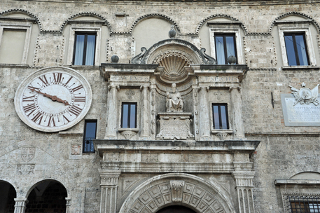 La classifica degli stipendi: prima Bolzano Bergamo sfiora la top 10 - Infografica