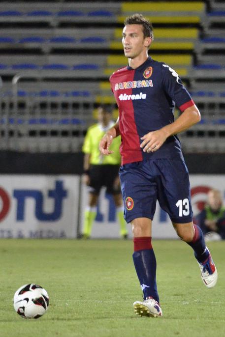 Davide Astori, il capitano della Fiorentina, morto in albergo a Udine. Rinviata la serie A. Stop anche in B, rinviate gare oggi e domani 9c738d889bee2ebdb4cc7dff6bc7b1b0