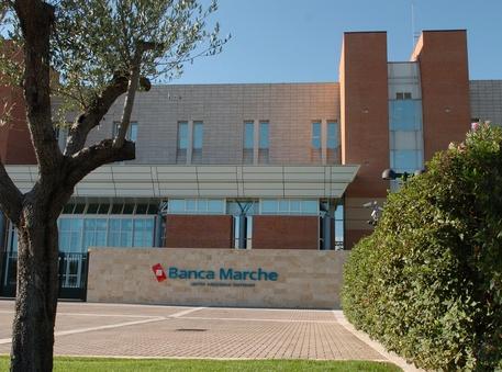 Banca Marche: accordo con i sindacati, nessun licenziamento