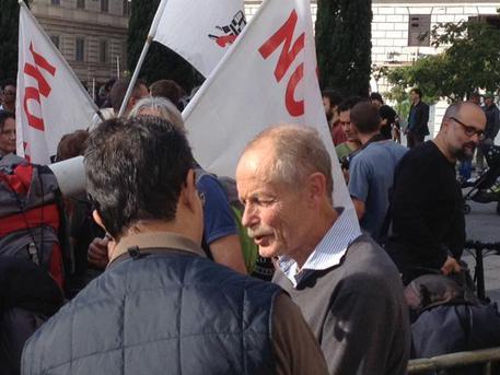 Erri De Luca a una manifestazione no tav (foto: ANSA)