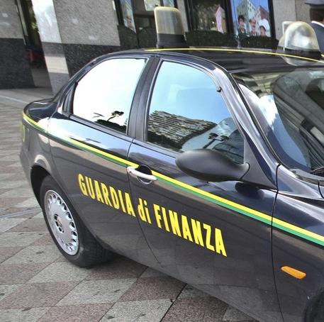 Un auto della Guardia di Finanza © ANSA