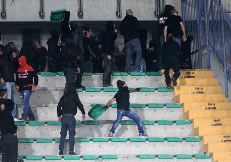 Calcio: aggressione steward a Milano, 12 tifosi Sparta Praga arrestati