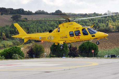 Tragedia nel fermano, 55enne precipita con il paracadute e muore
