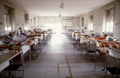 La corsia di un ospedale in una foto di archivio © ANSA