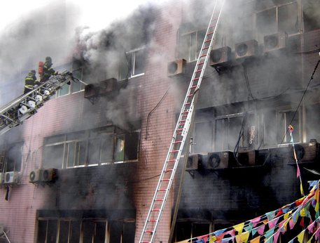 Cina: incendio in hotel, tre morti COMMENTA