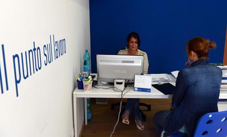 Nuovo Ufficio Collocamento : Ufficio di collocamento immagine editoriale immagine di germany