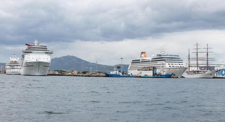 Il mare del porto di Olbia © ANSA