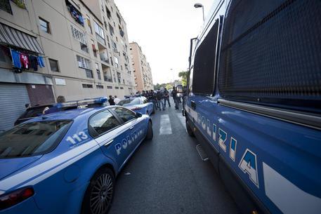 Roma, casa popolare a un africano: a San Basilio esplode rivolta anti-stranieri
