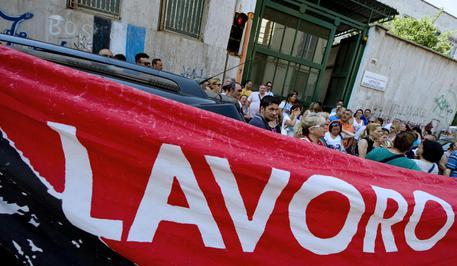 Una protesta di disoccupati (foto: ANSA )