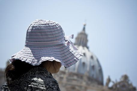 Si fingevano poliziotti per derubare turisti in Italia: 13 arresti