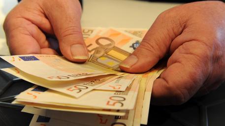 Offre 5.000 euro per far uccidere la sua ex
