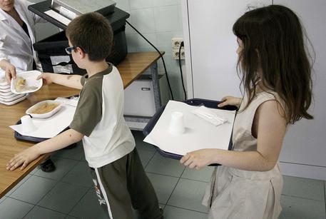 Pescara, 80 intossicati alla mensa delle elementari: bambini ricoverati
