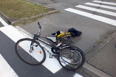Milano: ciclista travolto sulla Vigevanese
