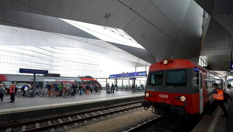 Austria, squilibrato accoltella due ragazzi su un treno
