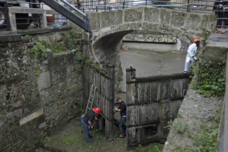 Rimosse porte vinciane in Conca a Milano - Lombardia - ANSA.it