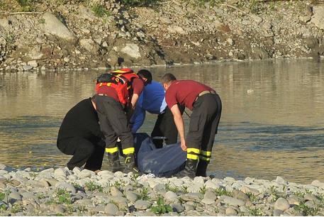 Identificato il cadavere dell'uomo legato ad un sasso nei Fiumi Uniti