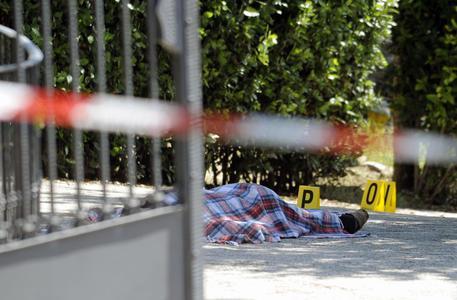 Sul luogo dove un imprenditore, gianluca ciferri, ha ucciso a colpi