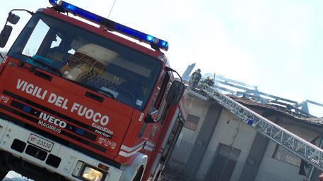 Incendio in fabbrica mobili un morto marche for 03 mobili pesaro