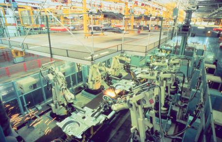 Balzo della produzione industriale in Italia: +0,7% a novembre