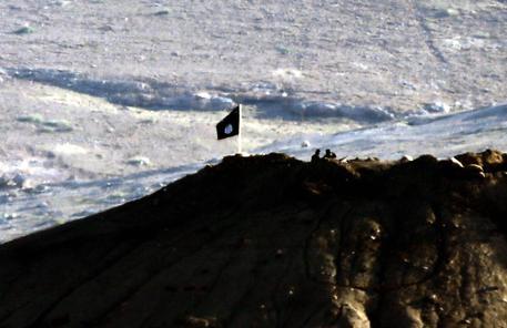 Isis: Site, in video bambini giustiziano prigionieri