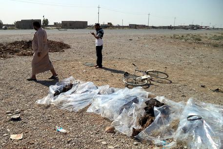 Isis bagno di sangue in iraq allarme pinotti 1500 i terroristi arruolati medio oriente - Bagno di sangue ...