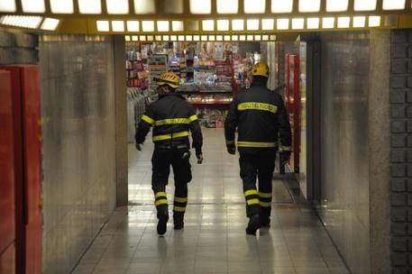 Milano, ragazzo cade sui binari in Metro: travolto e ucciso. Ipotesi malore