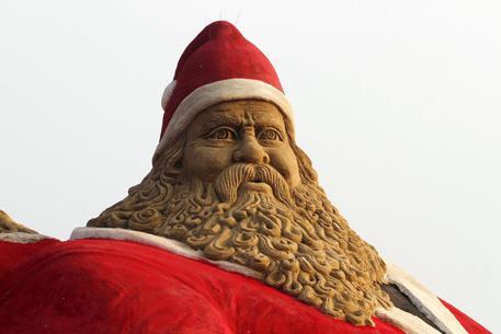 Babbo Natale Ubriaco.Prete Babbo Natale Ubriaco E Ciccione Lombardia Ansa It