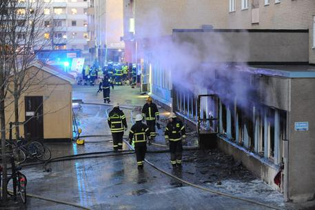 Ordigno incendiario gettato in moschea in Svezia © ANSA