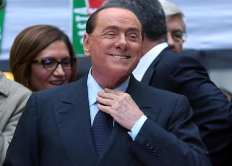 Bufera su norma salva-Berlusconi. Grillo, Renzi burattino