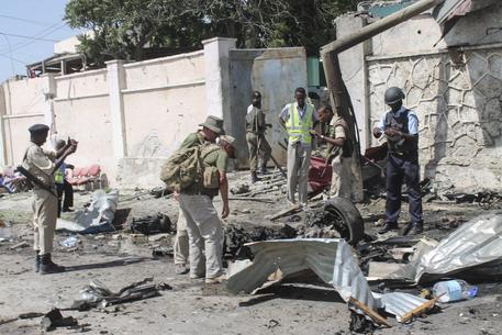 Mogadiscio. Doppio attacco e autobomba vicino all'aeroporto, 13 morti