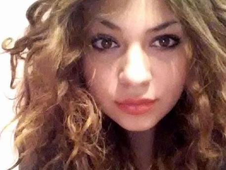 Ventenne uccisa dal fidanzato a licata nell 39 agrigentino - La ragazza alla finestra dali ...