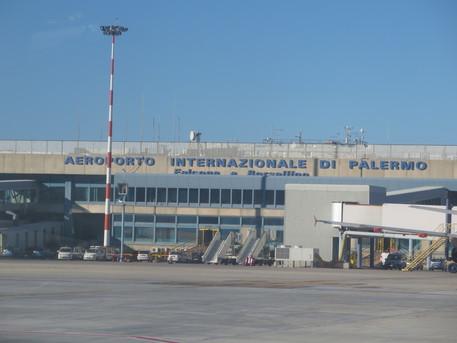 Separata e dissoccupata non può pagare l'affitto: l'aeroporto diventa la sua casa