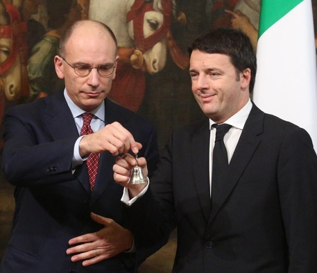 L'immagine del passaggio di consegne Letta-Renzi a Palazzo Chigi nel 2014 © ANSA