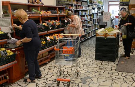 Inflazione: marzo frena ancora, 0,4% minimo da 2009 (foto: ANSA)