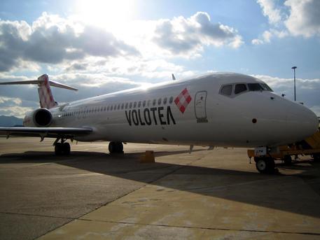 Una aereo Volotea (foto: ANSA)