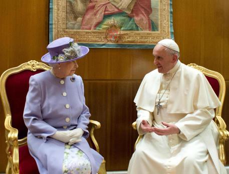 Papa Francesco E La Regina Elisabetta Ii In Vaticano Cronaca Ansa It