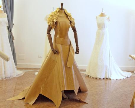 the best attitude daa07 44abe C'è anche l'abito da sposa in legno - Lombardia - ANSA.it