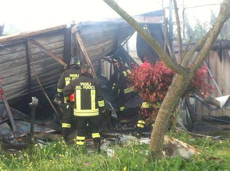 A fuoco ex sede cri pisa toscana for Moduli abitativi usati