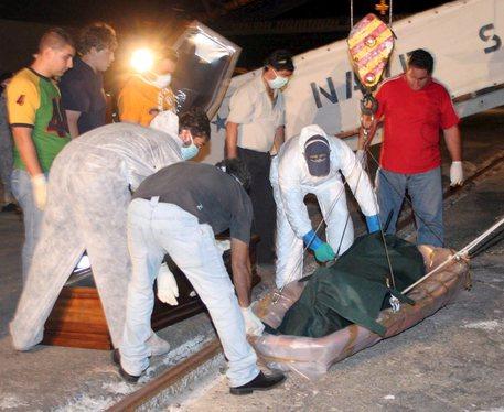 Libia, affonda barcone di immigrati: almeno 40 vittime$