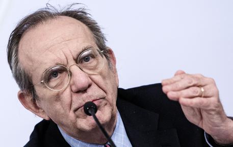 Il ministro dell'Economia, Pier Carlo Padoan (foto: ANSA)