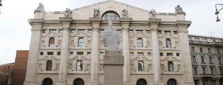 BORSA MILANO poco mossa, vendute banche ma sale Mps, acquisti Telecom Italia