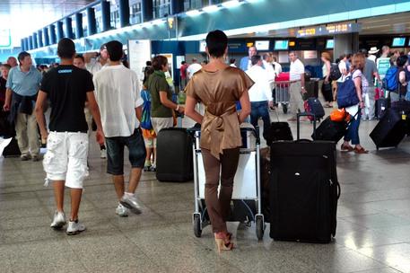 Turisti in aeroporto © ANSA