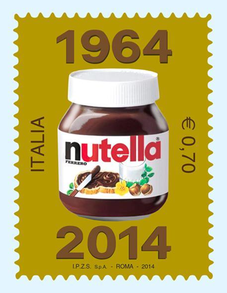 Un fondo dorato sul quale compaiono solo il tipico barattolo di vetro e due date: 1964-2014. Si presenta cosi' il francobollo da 70 centesimi che sara' emesso il 14 maggio per celebrare i cinquant'anni della Nutella (foto: ANSA)