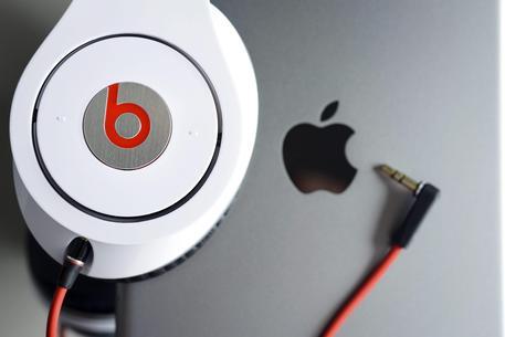 Apple punta su musica, tratta per Beats