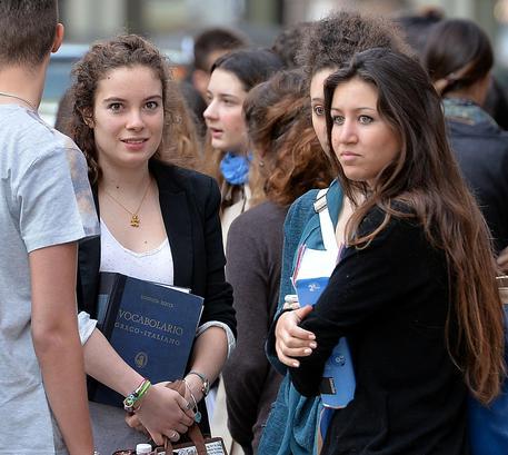 Nel 2015 in 107.000 hanno lasciato l'Italia (di più i giovani)