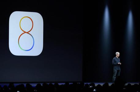 iOS 8, lanciato a giugno alla Apple Worldwide Developers Conference e disponibile dal 17 settembre (foto: EPA)
