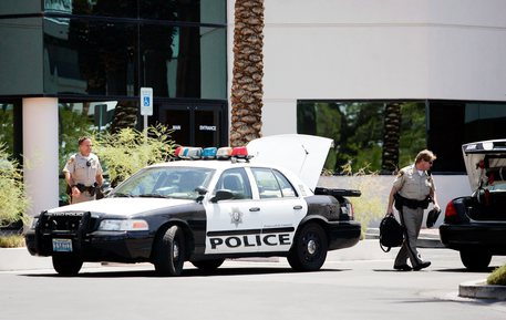 Sparatoria a Las Vegas, uomo barricato su un autobus