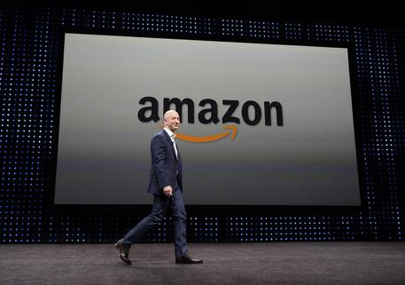 AMAZON CAMBIA LETTURA DIGITALE (foto: EPA)