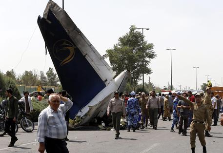Media: trovato un solo sopravvissuto nel disastro aereo in Iran